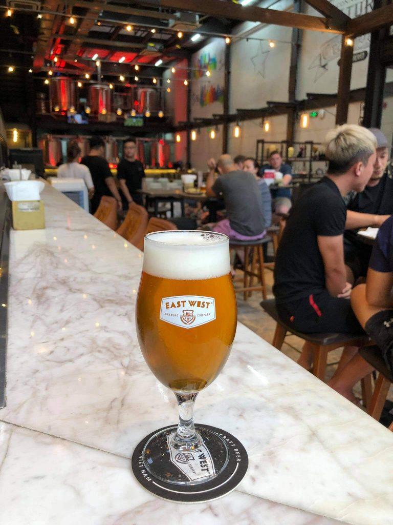 Nhà hàng bia East West chọn đế lót ly tròn 9.5cm